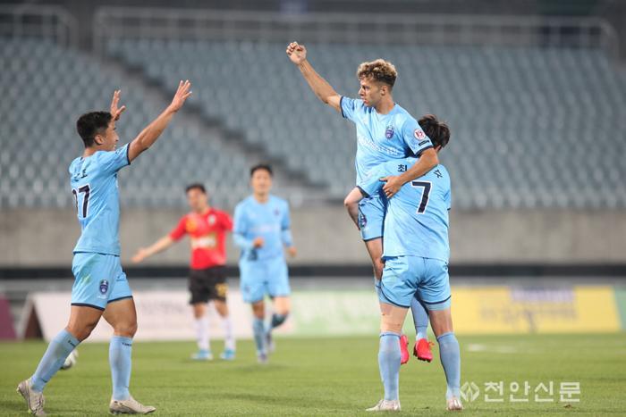 천안시축구단(제리2).jpg